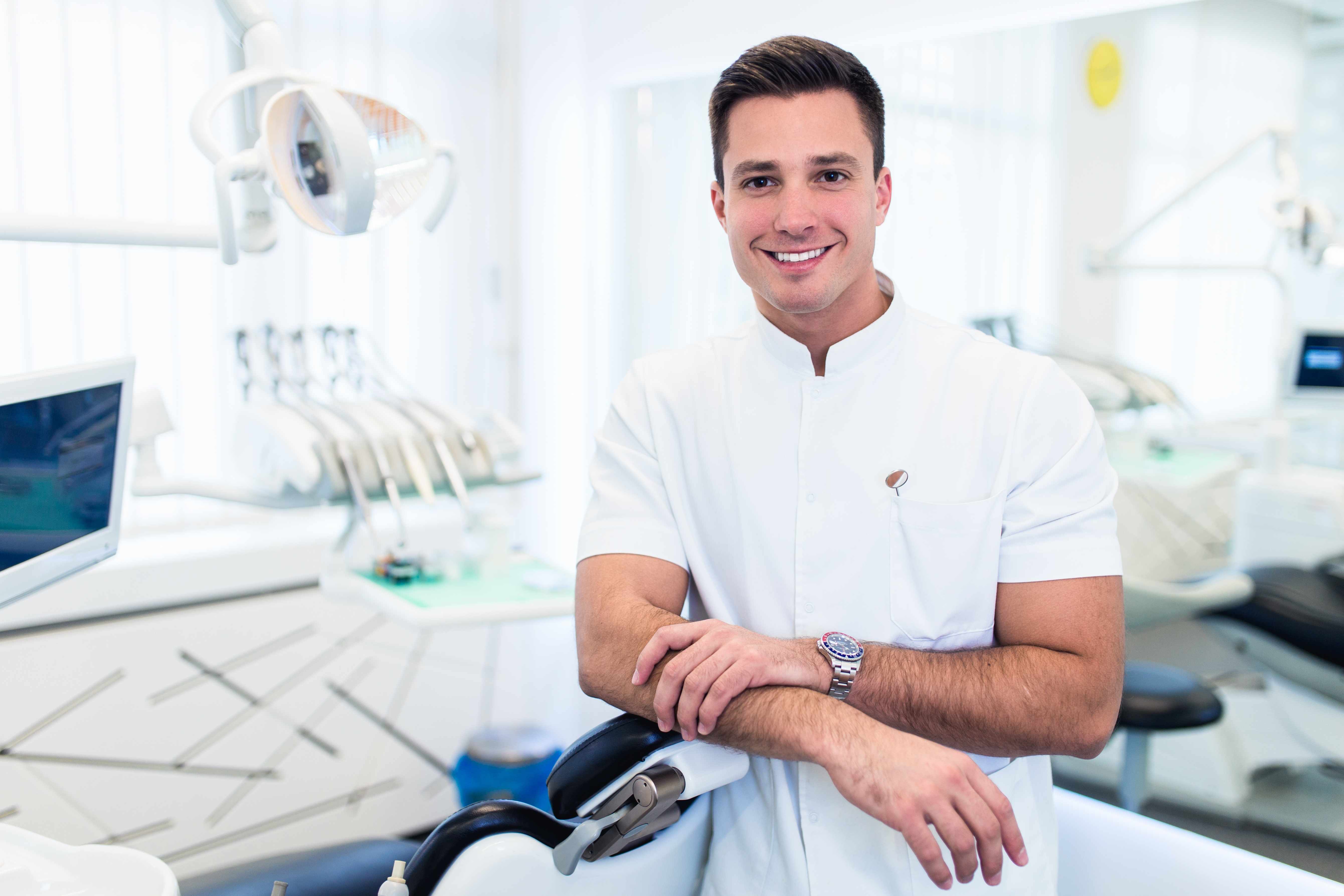 Pros and Cons of Being a Dental Associate